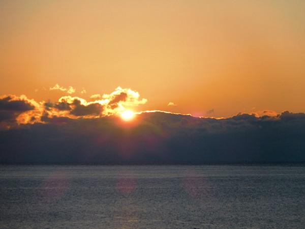 海の別邸ふる川から見える今日の朝日~平成27年12月30日