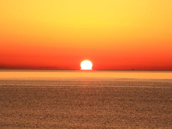 海の別邸ふる川から見える今日の朝日~平成28年3月05日