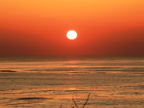 海の別邸ふる川から見える今日の朝日~平成28年3月10日