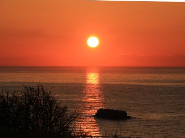 海の別邸ふる川から見える今日の朝日~平成28年4月27日