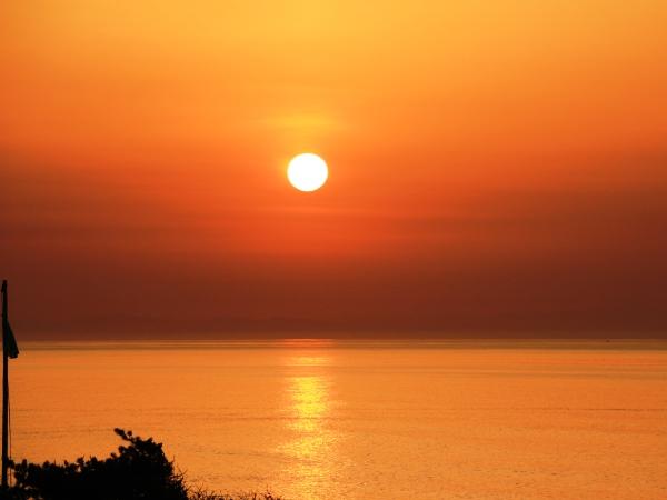 海の別邸ふる川から見える今日の朝日~平成28年5月13日