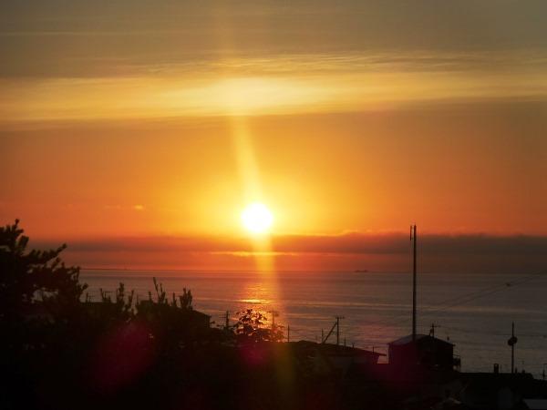 海の別邸ふる川から見える今日の朝日~平成28年7月12日