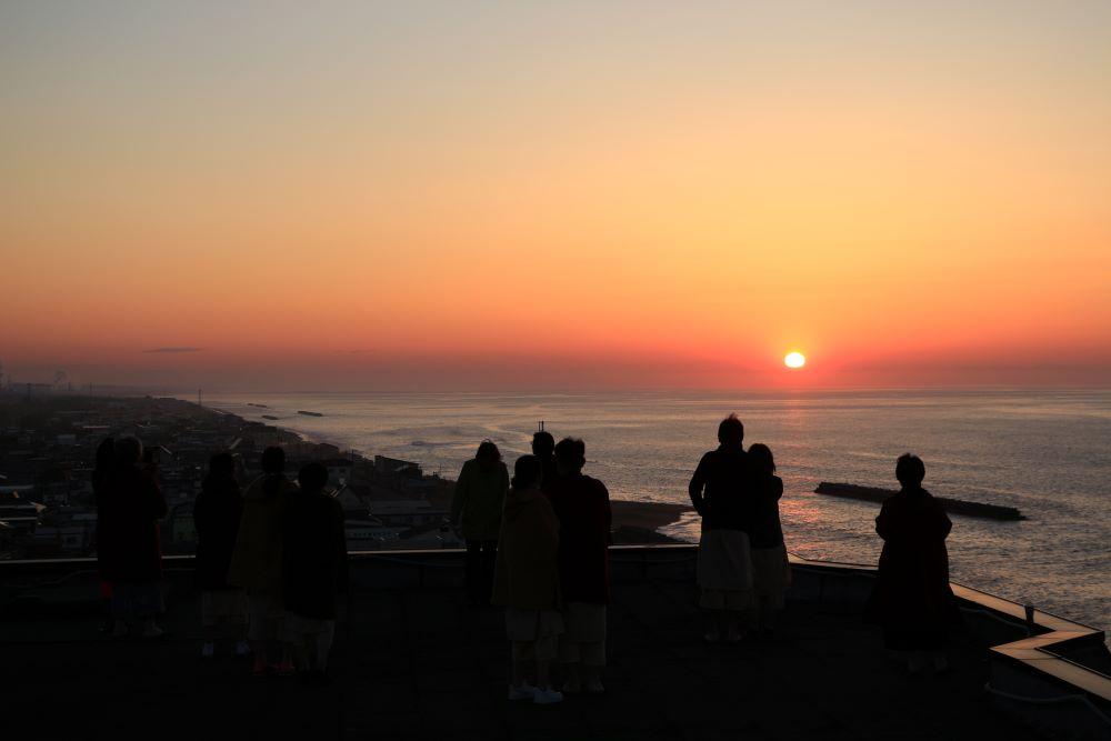 屋上で日の出鑑賞会を行いました